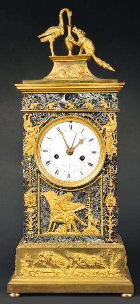 Pendule dite: «AUX FABLES DE LA FONTAINE» de forme borne en marbre levanto richement...