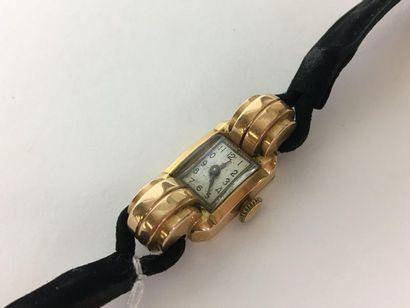 VERS 1940 Montre de dame en or jaune. (bracelet...