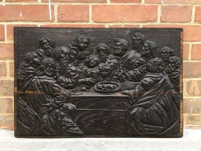PANNEAU en chêne noirci sculpté en bas-relief...