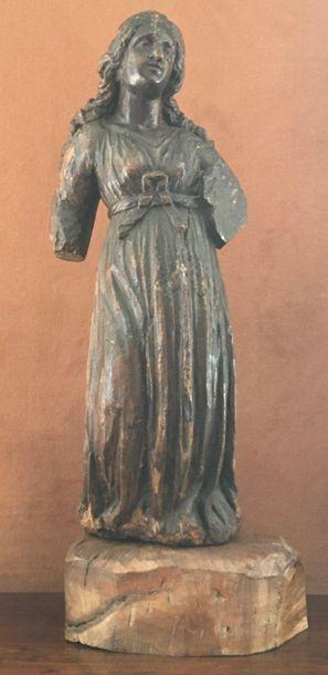 SAINTE FEMME en bois sculpté en ronde-bosse....
