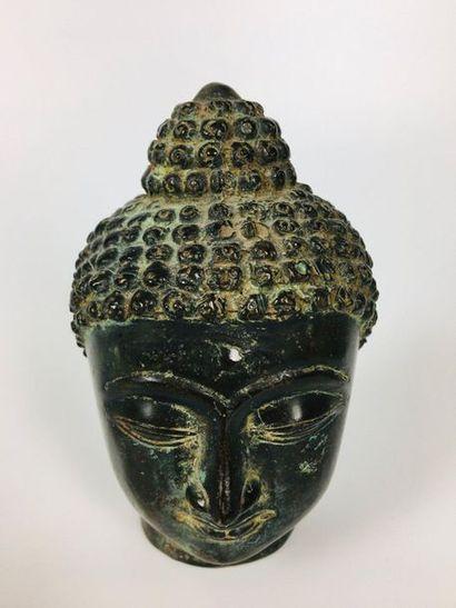 ASIE DU SUD EST Tête de Bouddha en bronze...