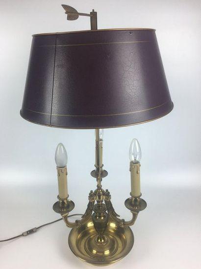 LAMPE-BOUILLOTTE en bronze et laiton à trois...
