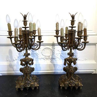 PAIRE DE CANDELABRES en bronze doré et ciselé...