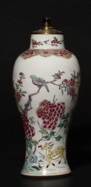 CHINE Ensemble comprenant : -Vase de forme...