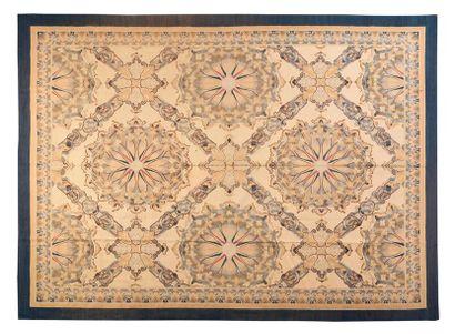 Original et important tapis de style Aubusson....