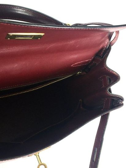 HERMES PARIS Bag model Kelly in burgundy box. Gold plated fasteners and clasp, handle,...