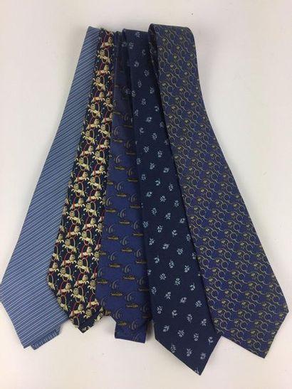 HERMES Lot de cinq cravates en soie dans...