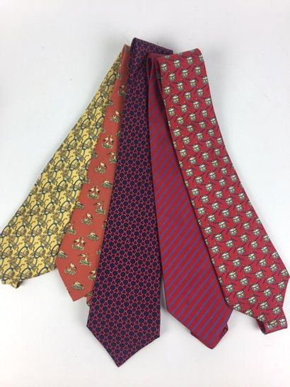 HERMES Lot de cinq cravates en soie (une...