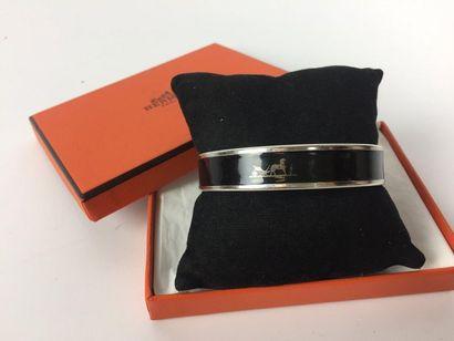 HERMES Bracelet en émail noir. Taille 6