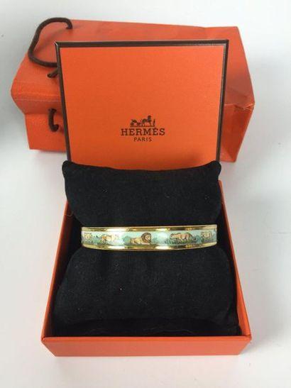 HERMES Bracelet en émail décor lions. Taille...