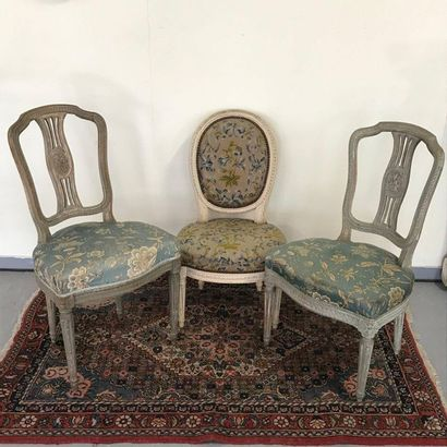 Trois chaises de style Louis XVI en bois...