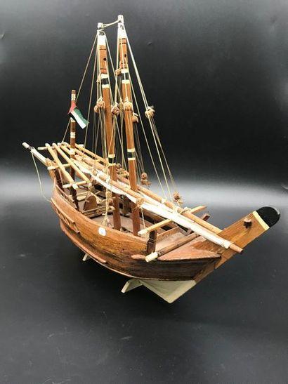 Maquette de bateau  Larg. 63 cm  En l'ét...