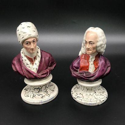 Paire de bustes en faience polychrome  Voltaire...