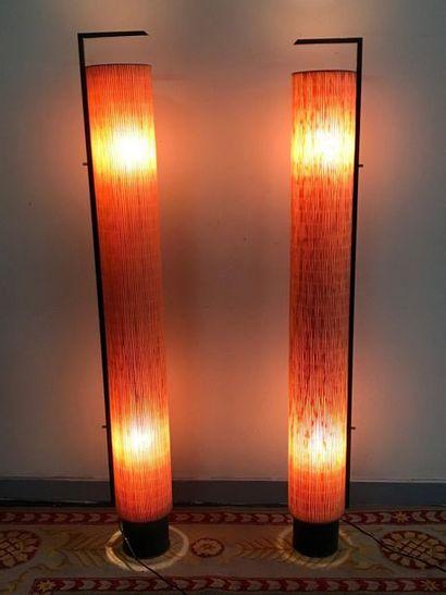 Paire de LAMPADAIRES de forme cylindrique...