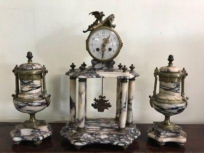 Garniture de cheminée trois pièces  de style...