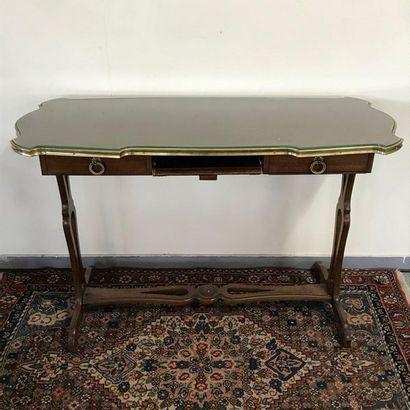 Table bureau ouvrant par deux tiroirs et...