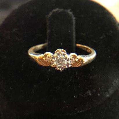 BAGUE en or jaune 14k ornée de diamants  TDD...