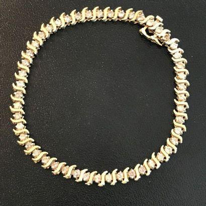 Bracelet en or jaune 10k orné de petits diamants...