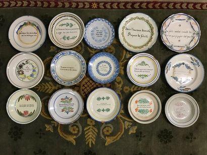 Collection de quinze assiettes à message...