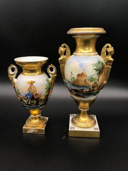 Paris  Deux vases en porcelaine de Paris,...