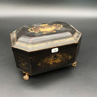 Boite à thé en bois laqué à décor de chinois...