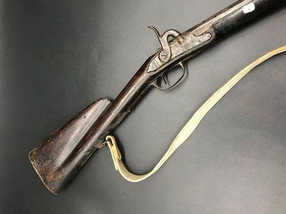 Fusil à percussion  Garniture en cuivre ciselé...