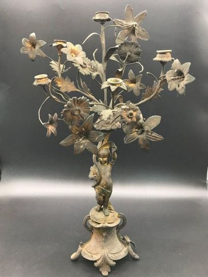 Paire de candélabres en bronze doré  à décor d'angelots supportant des gerbes de...