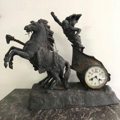 """Pendule en régule  """"Course Romaine""""  cadran émaillé  H. 47 L. 53 cm"""