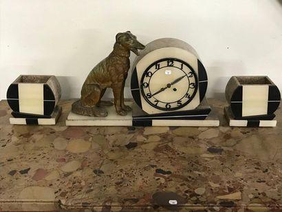 Garniture de cheminée de style Art Déco en marbre et onyx au chien en régule avec...