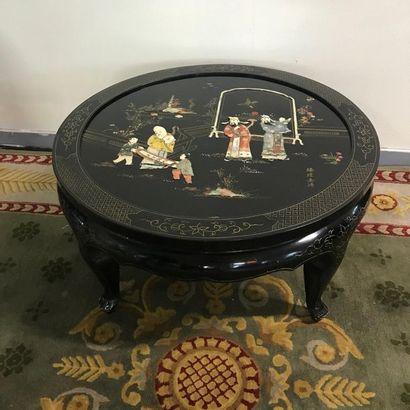 Table basse chinoise en bois laqué de forme...