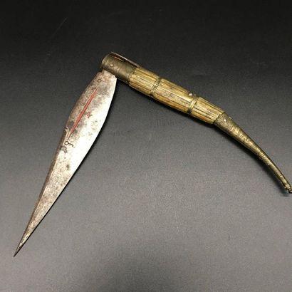 Couteau type navaja  Manche en borne et filets...