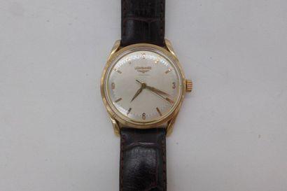 LONGINES VERS 1960 Montre classique à boîtier et fond visé plaqué or (signé). Cadran...