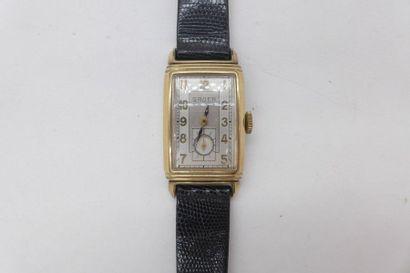 GRUEN CURVEX VERS 1930 Rare et belle montre bracelet rectangulaire curvex en plaqué...