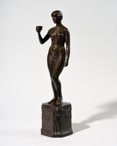 YVONNE SERRUYS (1873-1953) Femme à la coupe,...