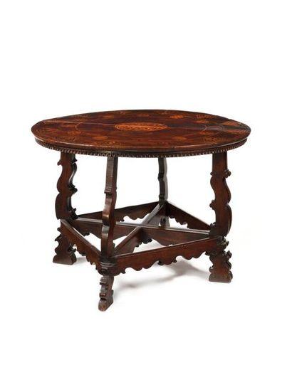 Paire de consoles demi-lune formant table...