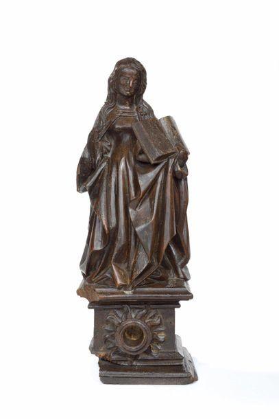 Marie-Madeleine en noyer sculpté en ronde-bosse...