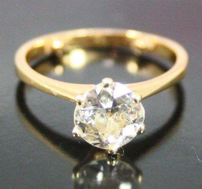 BAGUE solitaire en or jaune serti d'un diamant...