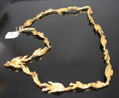 Collier en or jaune 18k martelé à maillons...