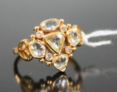 BAGUE en or jaune 18k serti de diamants jaunes...