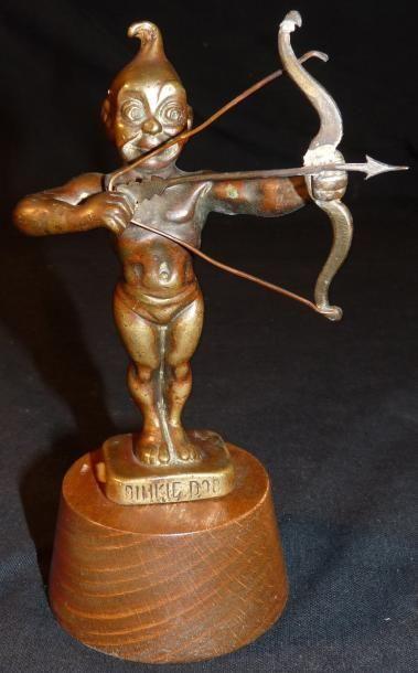 Mascotte automobile représentant un Cupidon,...