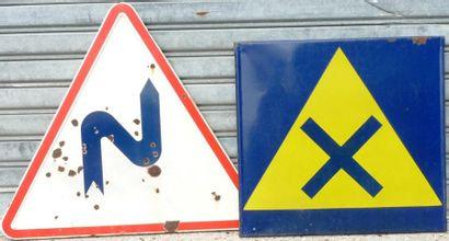 Lot comprenant 2 panneaux de signalisation...