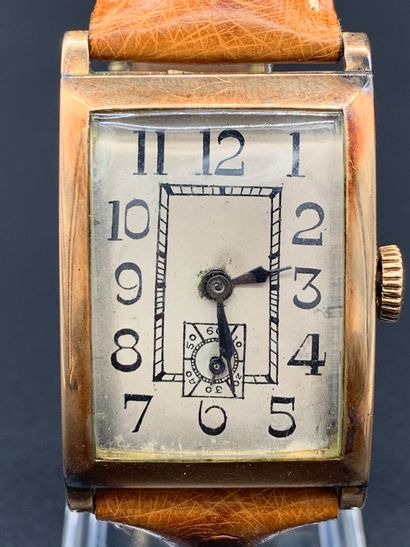Anonyme or 18K Montre bracelet en or rose 18K, boitier rectangulaire, cadran blanc,...