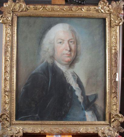 ECOLE FRANÇAISE DU XVIIIEME. Portrait d'homme....