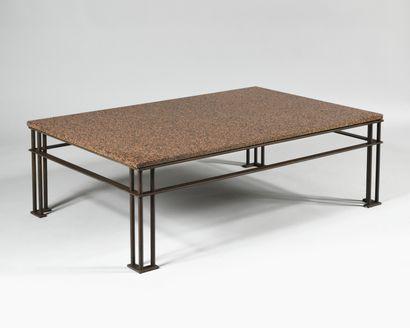 JEAN-MICHEL WILMOTTE (Né en 1948) Atila Table basse à plateau rectangulaire en granit...