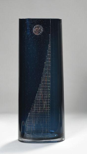 A. RIECKE Grand vase tubulaire à section...