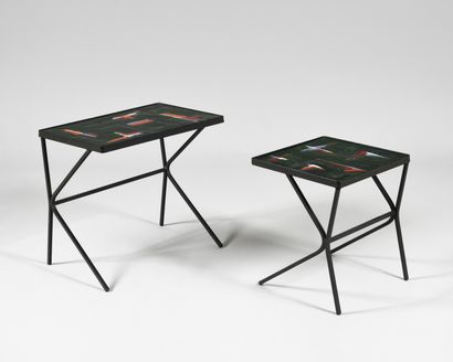 TRAVAIL DES ANNEES 1950 Deux tables gigognes...