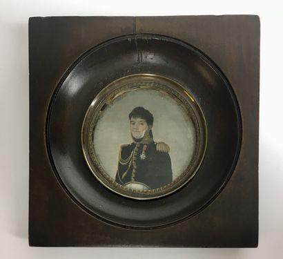 ECOLE FRANCAISE Vers 1840 Portrait en buste...
