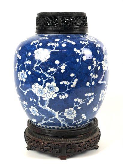 CHINE Pot a gingembre en porcelaine de forme...