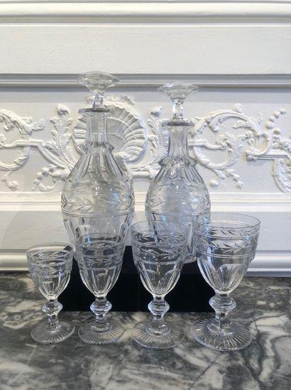 PARTIE DE SERVICE de verres en cristal taillé...
