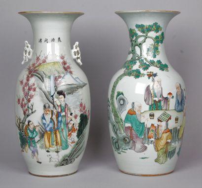 CHINE, début XXe siècle Deux vases balustre...